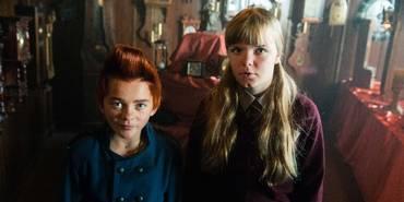 Eilif Hellum Noraker og Emily Glaister i Doktor Proktors tidsbadekar
