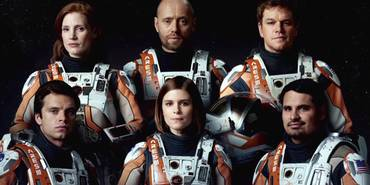 Matt Damon, Jessica Chastain, Sebastian Stan, Kate Mara, Michael Peña og Aksel Hennie i The Martian