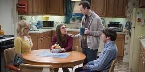 Mayim Bialik, Melissa Rauch, Simon Helberg og Kevin Sussman i The Big Bang Theory sesong 9