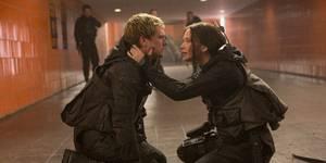 Josh Hutcherson og Jennifer Lawrence i The Hunger Games: Mockingjay Part 2