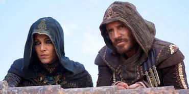 Ariane Labed og Michael Fassbender i Assassin's Creed