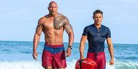 Dwayne Johnson og Zac Efron i Baywatch