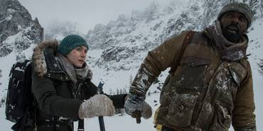 Kate Winslet og Idris Elba i The Mountain Between Us