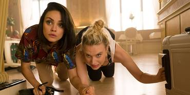 Mila Kunis og Kate McKinnoon i The Spy Who Dumped Me
