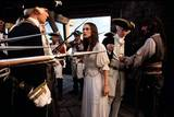 Johnny Depp og Keira Knightley i Pirates of the Caribbean: The Curse of the Black Pearl