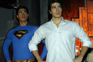 Brandon Routh poserer foran en voksfigur av seg selv som Superman i «Superman Returns» i Madame Tussauds i New York 28. juni 2006.
