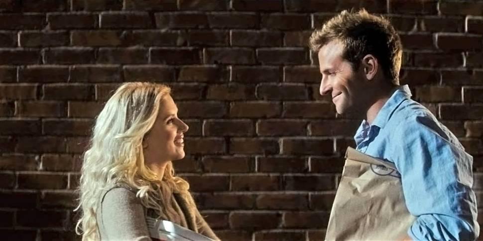 Scarlett Johansson og Bradley Cooper i Han er faktisk ikke interessert